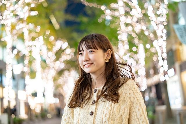 東京の街にいる女性