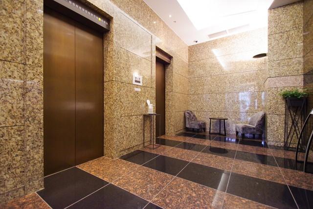 ラ・トゥール芝公園のエレベーターホール